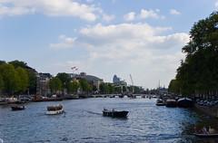 Vue sur la rivière Amstel et le Pont Magere