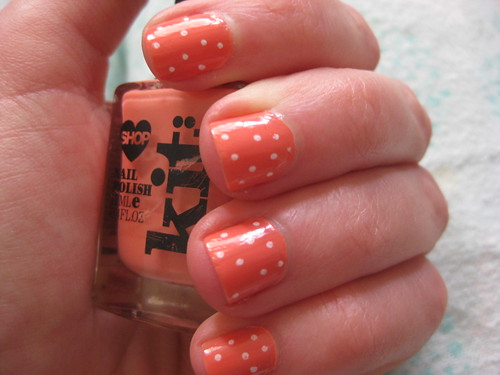 Nails coral polka dot with polish