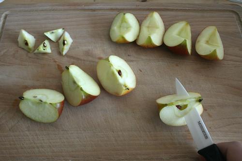15 - Äpfel vierteln und entkernen / Quarter and remove core