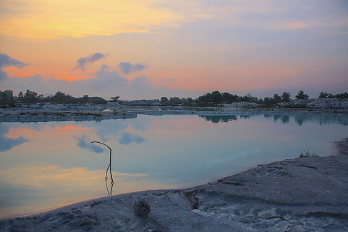 red orange reflection sunrise canon indonesia dawn amber belitung danaukaolin