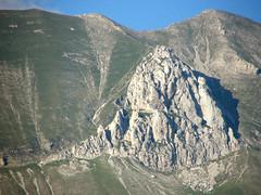 Roccione calcareo fra Cima del redentore e Cima del lago sopra la grande faglia