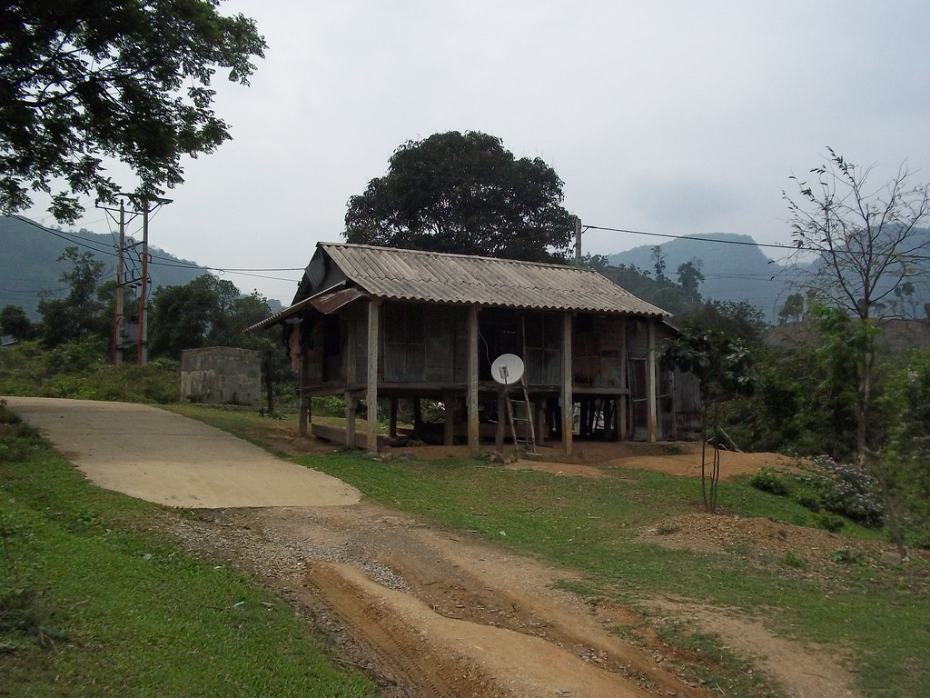 Hut on the road to Khe Sanh