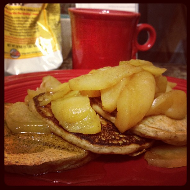 Delicious apple pie pancakes, from @isachandra's recipe