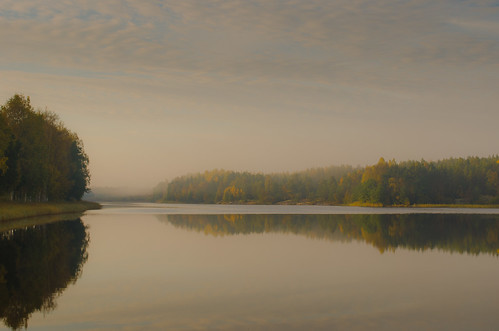 morning autumn trees lake reflection fall water fog clouds sunrise finland early peace åland