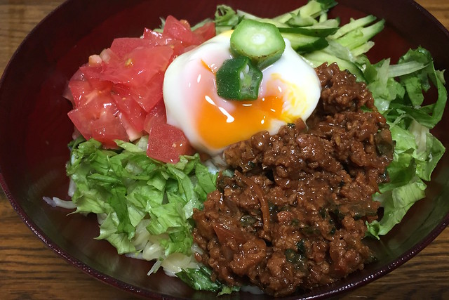 肉味噌野菜冷麺温泉玉子載せ cold noodle with Miso-meet,vegetables & egg