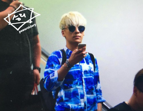 Big Bang - Gimpo Airport - 20may2015 - Seung Ri - Power Victory - 01