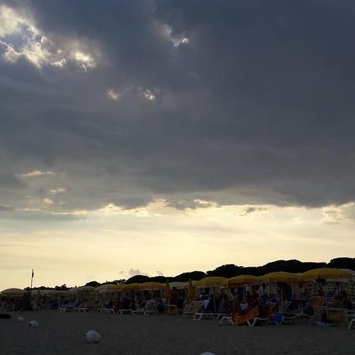 Ma noi imperterriti si sta in spiaggia :)