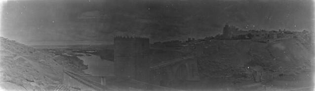 Panorámica del Puente de San Martín en 1921. Fotografía de José Regueira. Filmoteca de Castilla y León.RESEP-192