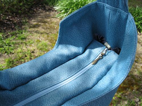 Mod Bag - zipper gusset detail