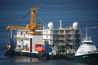 Arctic Challenger being towed close by a Foss Tug - 09/16/2012