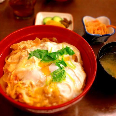 鎌倉丼。エビ天がたまごでとじてある。 at #天金_本店 http://t.co/kDgaARKE