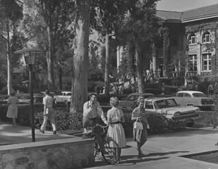 1961 photo of College Avenue