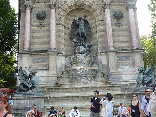 fontaine saint michel.jpg