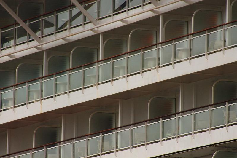 Balcons d'immeuble - Paquebot Celebrity Constellation au Port de Bordeaux / Le Verdon - 06 octobre 2012