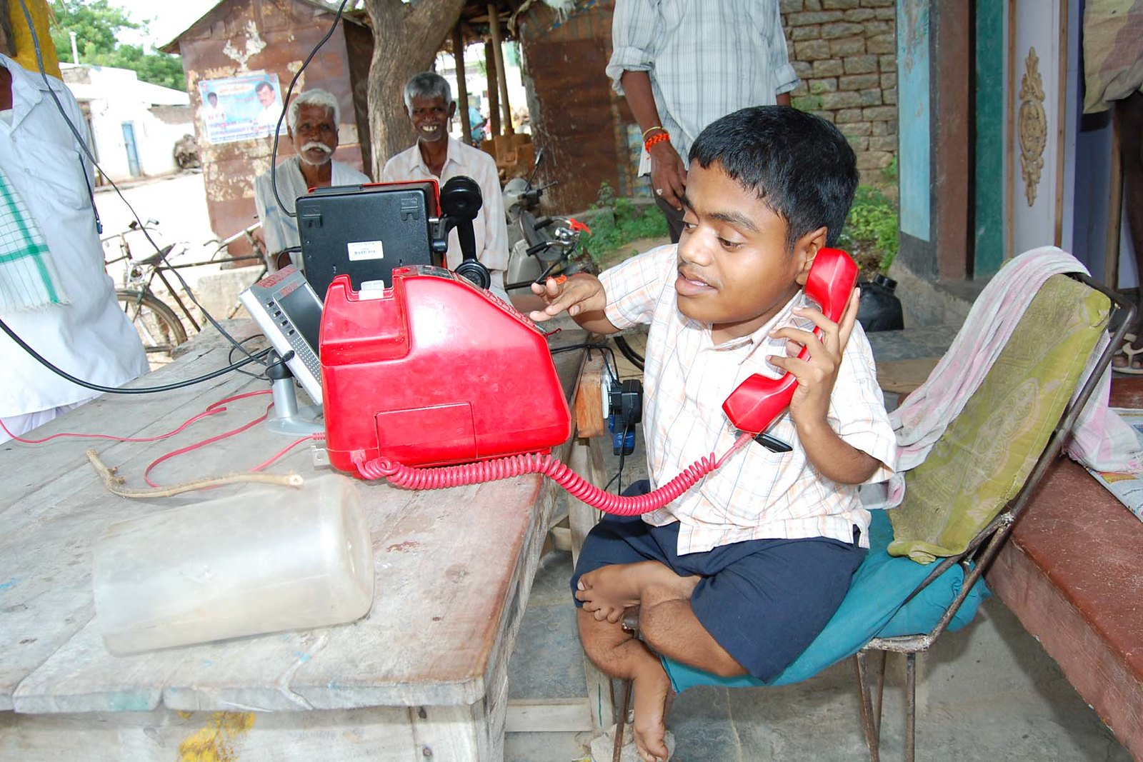 Coping with fluorosis in Nalgonda. (Image: India Water Portal)