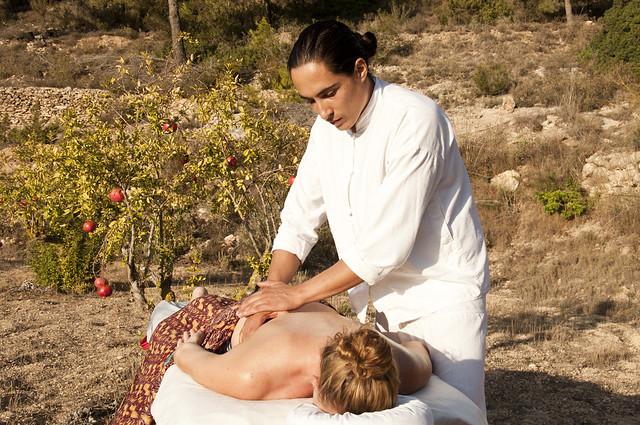 Alfonso Monge Blanco, Ibiza masseuse