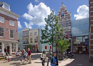 """Caminando por las tiendas en """"Haagsche Bluf"""", en el centro de La Haya."""