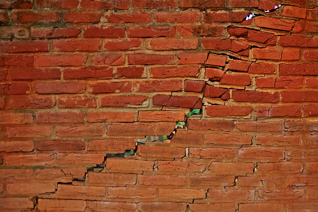 cracked wall / muro rachado
