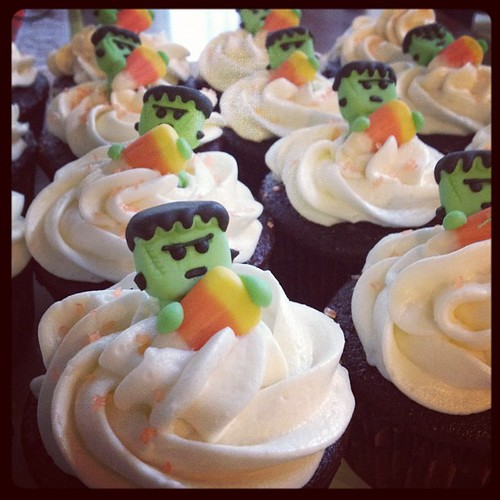 Halloween cupcakes ready for the block party!
