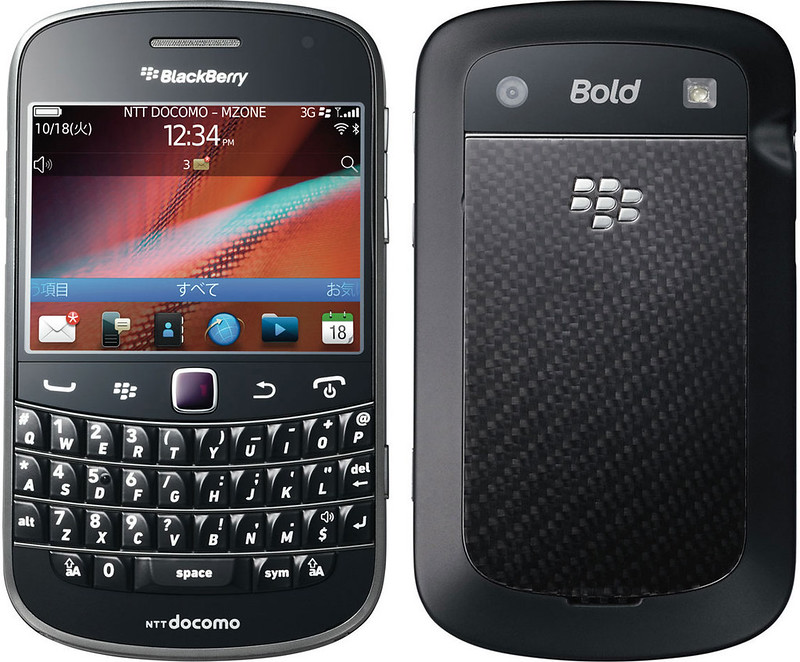 BlackBerry Bold 9900 実物大の製品画像