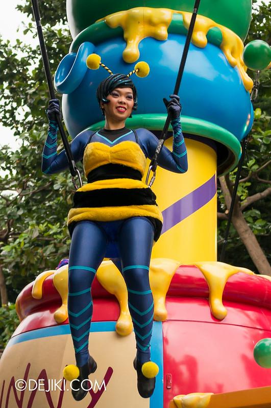 Bee acrobat