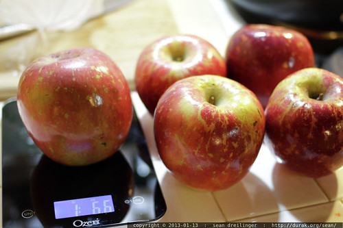 fuji apples weighing in at almost 1.5 lbs each (1 lb, 6.6 oz)    MG 1660