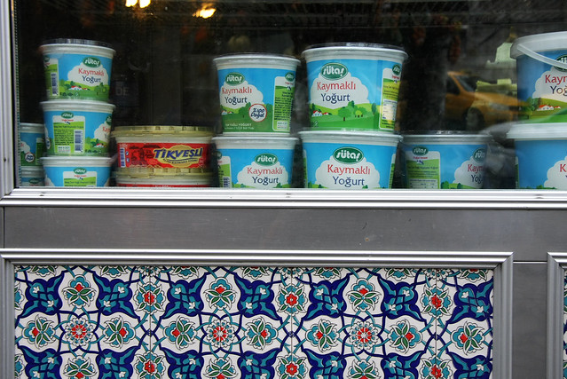 A food shop's window in Istanbul, Turkey イスタンブールの食品店