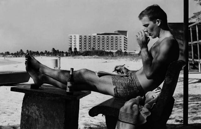 hunter-s-thompson-beach-writing