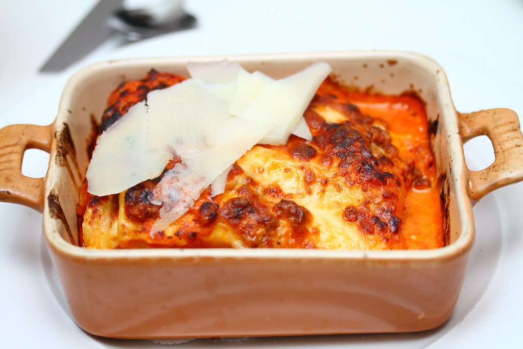 Etna Italian Restaurant & Pizzeria: Lasagna Tradizionale Emiliana
