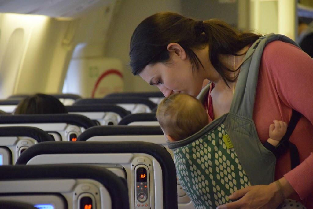 ¡Cuántas cosas nos permite hacer la mochila! Desde acomodarnos en un avión...