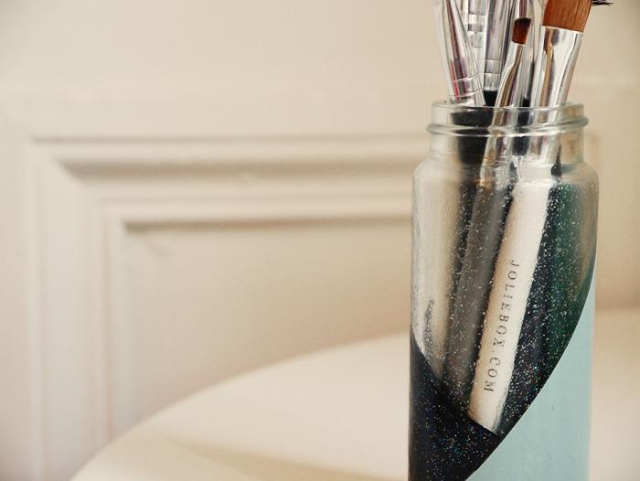 diy makeup brush holder 5