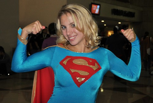 Cute Supergirl Gun Show!