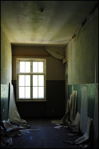 Peeling Paper, Krampnitz - Flickr: LulaTaHula