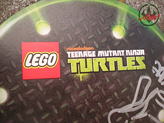 "LEGO Teenage Mutant Ninja Turtles ::  Exclusive NYCC LEGO Kraang ""Battle Damage Suit"" Minifigure  / ..signed by Steve Lavigne iv (( 2012 ))"