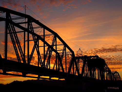 railroad sunset red silhouette clouds golden october tn dusk tennessee steel silhouettes sunsets auburn southern historical thesouth silhouetted span swingbridge clarksville spans cumberlandriver riversidedrive montgomerycounty throughtruss turnbridge louisvillenashvillerailroad rjcormanrailroad memphisline