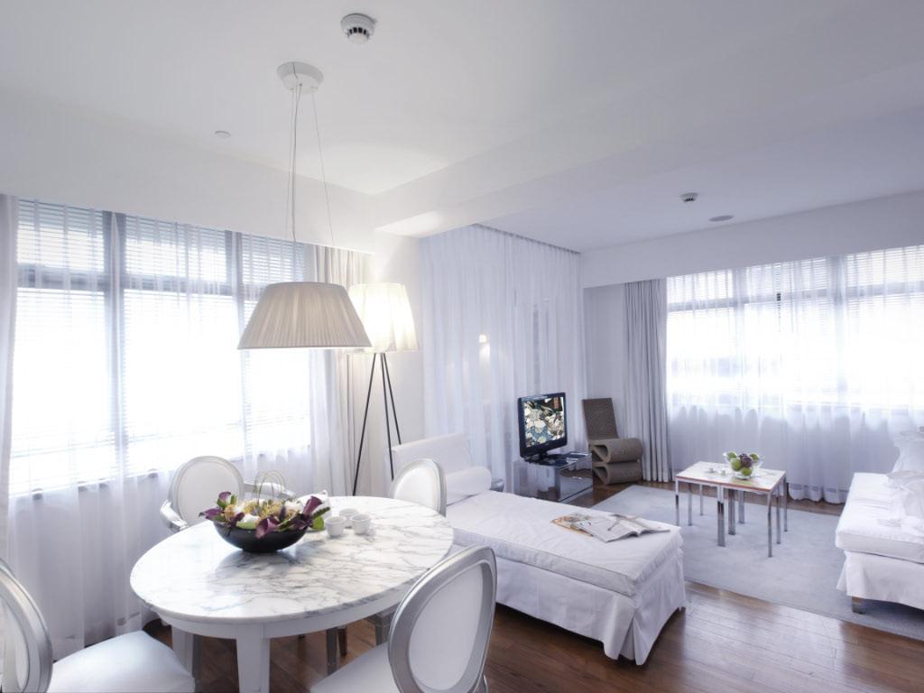 Suite01 (2).jpg