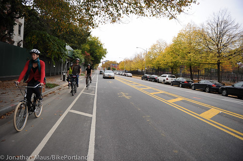 Flushing Ave buffered bike lane-2