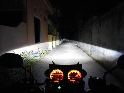 Sinar HID Projector Thunder 125 Malam Hari Posisi Beam