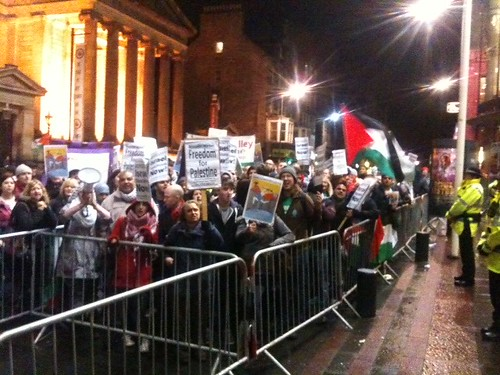 Protesters outside the Festival Theatre. Photo © Æ