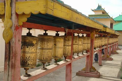 Rodillos que contienen las lecturas de Buda. Gandantegchinlen Khiid, el espíritu tibetano de Ulan-bator - 8377904221 2288cea8f0 - Gandantegchinlen Khiid, el espíritu tibetano de Ulan-bator