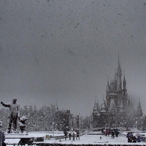 雪のシンデレラ城。