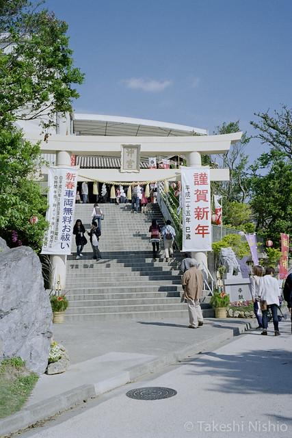 拝殿への階段 / Stairs to main shrine