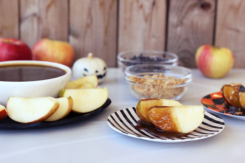 Vegan Caramel Apple Dipping Sauce (gluten-free)