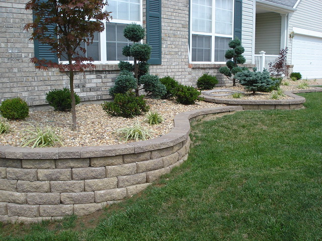 Front yard retaining walls landscaping o 39 fallon for Landscaping garden walls