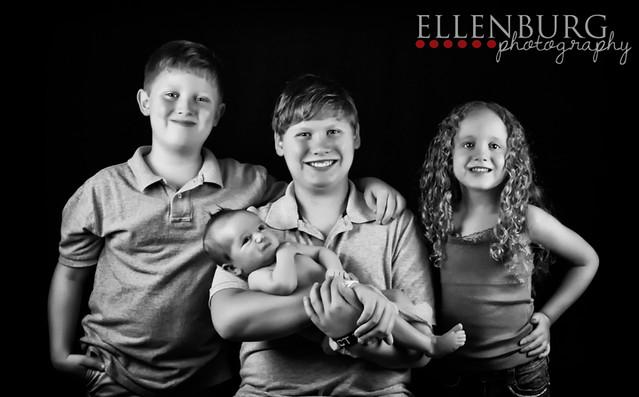 FB 121016 Ellenburg Children-08BW canvas