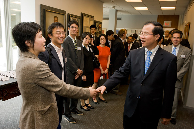 The Asia-Pacific Center has hosted distinguished speakers such as Fu Ziying, Vice Minister of Commerce for China (right)