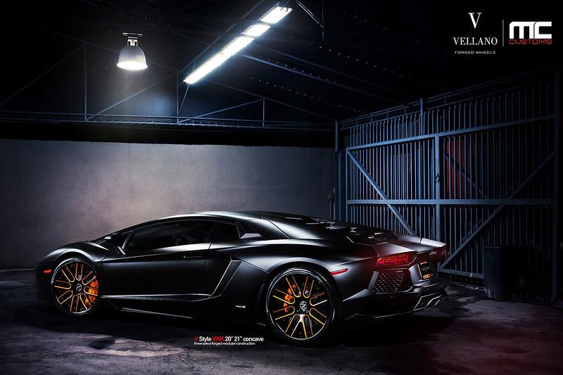 Lamborghini_Aventador_LP700_vkkC_07