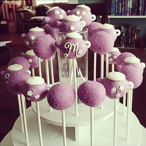 You only turn 1 and fall in love with tea parties once. #cakepops