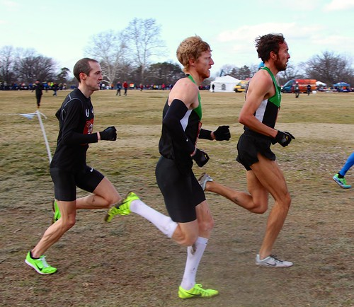 Chris Derrick, Matt Tegenkamp, Dathan Ritzenhein lead on the last lap