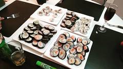 - Quiero sushi, quiero sushi, quiero sushi, quiero sushi, quiero sushi, quiero sushi... - OK, tomá y no jodas más! (y se quedó con hambre) 😱😱 #sushi #sushitime #sushi🍣
